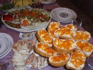 бутерброды с икрой в 2 этажа