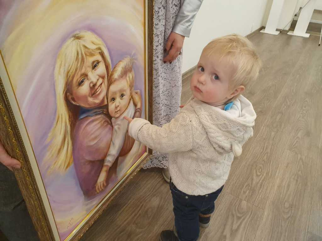 Миша узнал себя на портрете